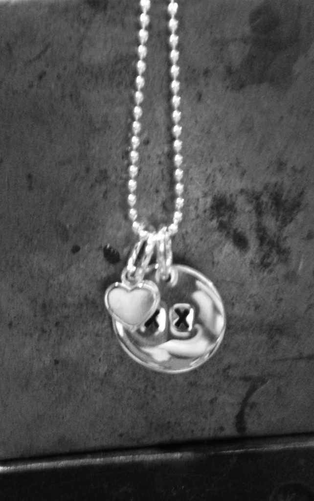hearts & kisses pendant
